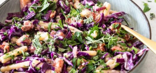 Pasta with red cabbage