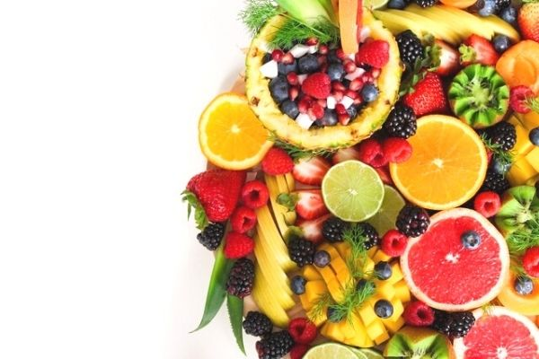 What fruits should mothers eat after giving birth?