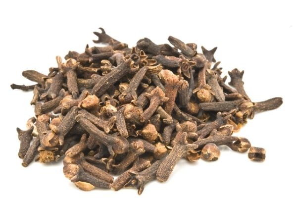 Cloves, whose homeland is Indonesia, is a spice used all over the world. Obtained from the Syzygium aromaticum tree, this spice has a woody texture. It also has sharp and fragrant buds. These buds give dishes a pleasant aroma. What Are the Benefits of Clove Tea? How is it done? Does it weaken?